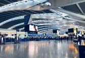 Flughafen Hacks - Titelbild mit Flughafenhalle