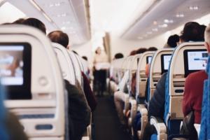 Einschlafen im Flugzeug - Tipps einer Stewardess