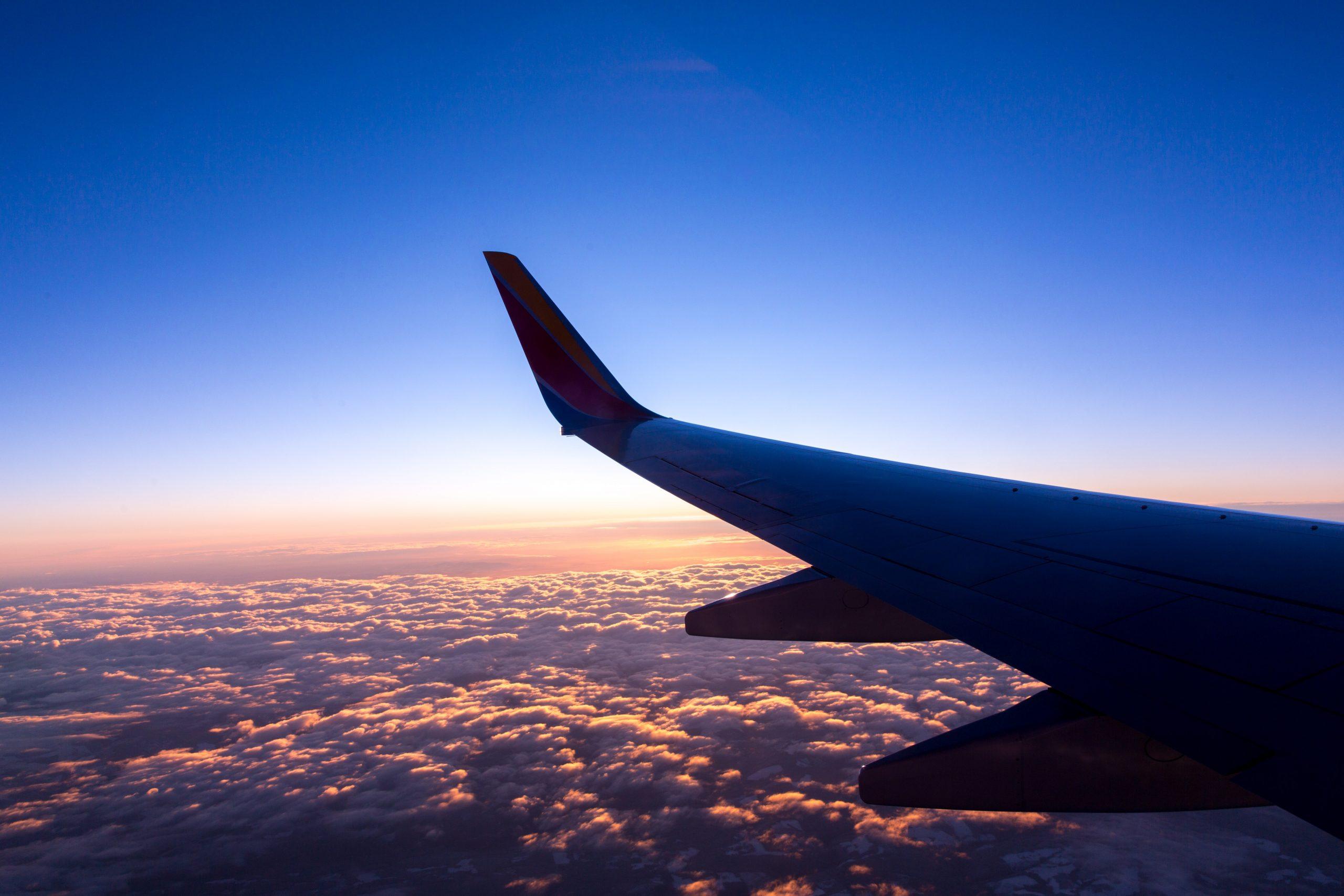 Fragen zum Flugzeug - Photo by Jason Leung